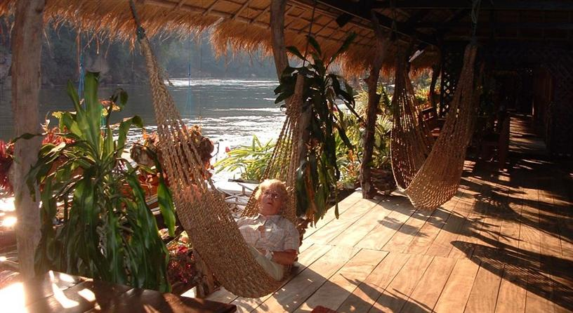 Heerlijk relaxen in het River Kwai Jungle Rafts (Floatel) hotel in Kanchanaburi, Thailand